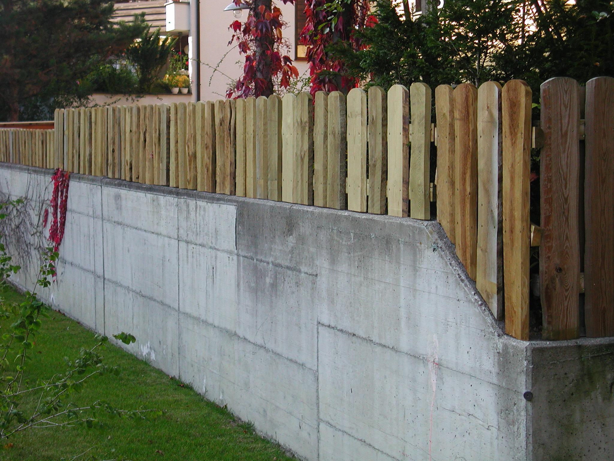 Rancherzaun auf Betonmauer (Spezial- Massanfertigung)